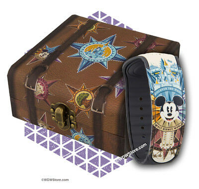 Walt Disney World Dooney & Bourke Magicband Compass Suitcase Passport SOLD OUT