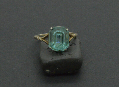 Post medieval period 875 silver ring with Emerald gemstone. 18 Century. 2gr