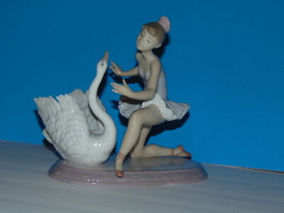 *RARE & RETIRED* Llardo GRACEFUL DANCE Ballerina and Swan Figurine Original Box