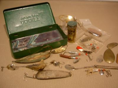 VINTAGE FISHING LURE OLD BAIT Metal POCKET TACKLE BOX unique lot ANTIQUE FULL