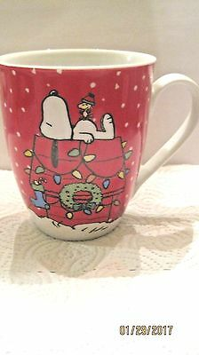 Gibson Peanuts  Christmas Snoopy On Doghouse 10 oz. Coffee Mug Cup  RED