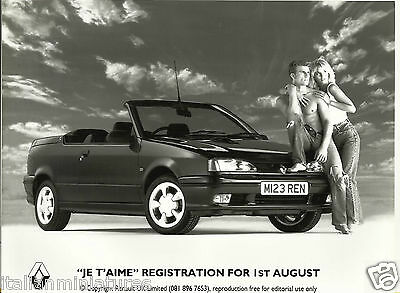 """Renault 19 Convertible """"Je t'aime"""" Hunky Guy Glamour Girl Press Photograph 1994"""