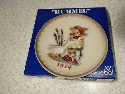 "Mj Hummel 1974 Annual Plate ""goose Girl"" Bas Relief With Box Plate Is Mint"