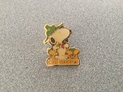 Peanuts Snoopy Cubs Scout Pin