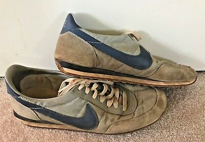 Men's Vintage 1982 NIKE Waffle Sole Athletic Running Shoes 10.5 1980's