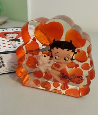 Betty Boop Paperweight by Westland 2002 - Hearts With Pudgy - Puppy Love