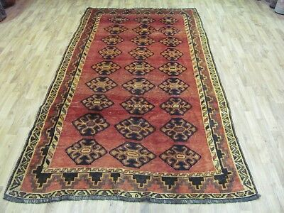 A CHARMING OLD HANDMADE SHIRAZ WOOL ON WOOL PERSIAN RUG (270 X 145  cm)