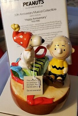 Peanuts Snoopy Charlie Brown 30th Anniversary 1950-1980 Schmid Japan Music Box