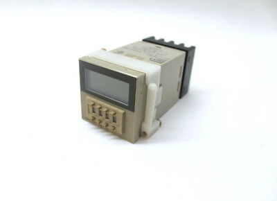 Omron h3ca-8 Solid State Timer, On-Delay, 250VAC AC, 3A, 120V, mit Basis