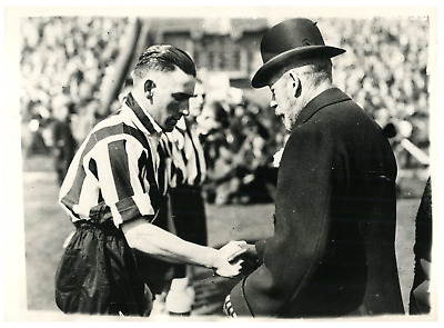 Coupe d'Angleterre de football, 1932 Vintage silver print. le Roi Georges