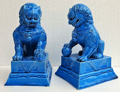 CINA (China): Old and fine pair of Chinese turquoise porcelain Foo dogs