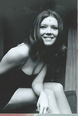 "W 6 Diana Rigg 6""x 4"" Mint Photo"