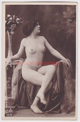 France Erotic Risque Naked Nude Woman Deshabille 44 Real Photo Postcard - Nu107