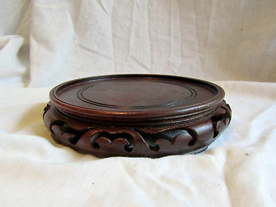 A VINTAGE WOODEN CHINESE VASE STAND 18cm diameter