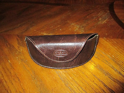 NEW FOSSIL Brown Leather TRIANGLE Sunglasses Case Sun Glasses Magnetic Eye Glass