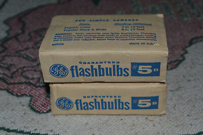 LOT OF (8) VINTAGE General Electric GE 5B Blue FLASHBULBS For B&W Color Cameras