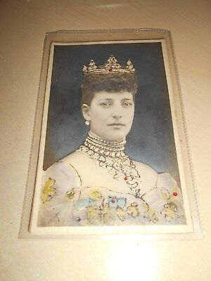 EARLY 1900s BAS-RELIEF POSTCARD - HER MAJESTY QUEEN ALEXANDRA - VGC