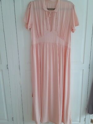 LOVELY ORIGINAL AUNTHENTIC LADIES   PEACH  1940s NIGHTGOWN.