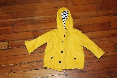 BABY YELLOW RAINCOAT by baby GAP! SIZE 6-12 MONTHS. GREAT CONDITION!
