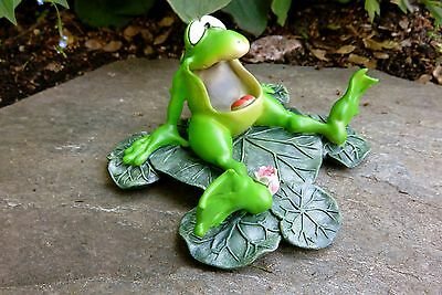 Wide Mouth Frog on Lily Pad Resin W.Stratford 5.5 in.Garden Ribbitz Collection