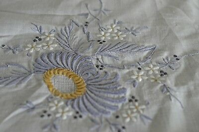 EXQUISITE MADEIRA EMBROIDERED & APPLIQUE LINEN TABLECLOTH with 12 NAPKINS TT811