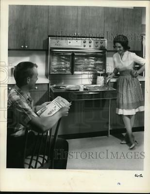 1965 Press Photo Male and Female Model Demonstrating New Kitchen Wares