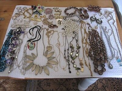 Good Job Lot Vintage & Modern Costume Jewellery Necklaces Brooches Earrings Etc