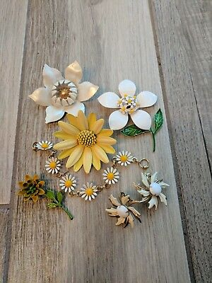 Vintage FLOWER Power Enamel Brooches Pins Earrings Bracelet Daisies Yellow White