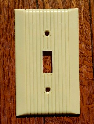 Vintage Mid Century Leviton Bakelite Single Toggle Wall Light Switch Plate Cover