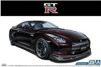 Aoshima Models 53171 1:24 2009 Nissan GT-R Spec-V 2-Door Car
