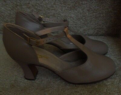 Capezio Character T strap shoe heels dance theatre taupe leather Vintage NEW! 7W