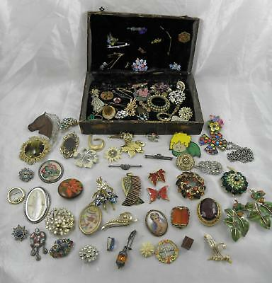 Job lot of 50+ vintage brooches