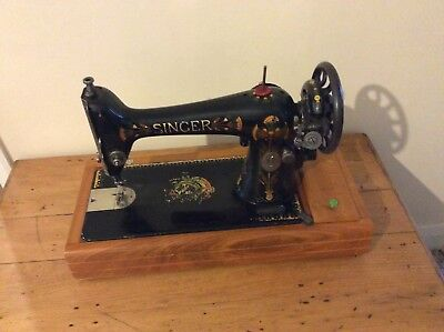 Vintage Electric Singer Sewing Machine - F7992352 - With Case And Accessories