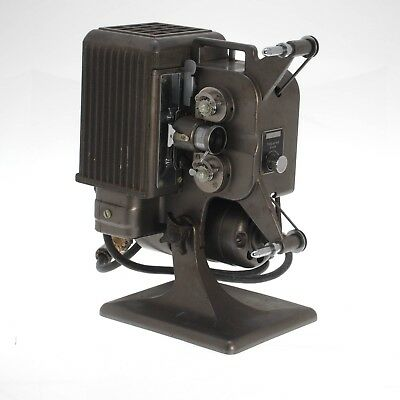 Kodascope Eight Model 70 Vintage 1937 8mm Movie Projector With Case    1