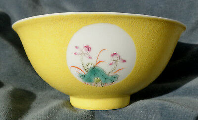 CINA (China): Old and very fine Chinese porcelain yellow bowl