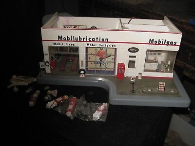 Danbury Mint Mobil Gas Service Station Light Up Model With Clock Incomplete