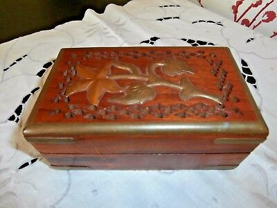 PRETTY VINTAGE HARD WOOD TRINKET or JEWELLERY BOX ~ BRASS FLOWER & BINDING