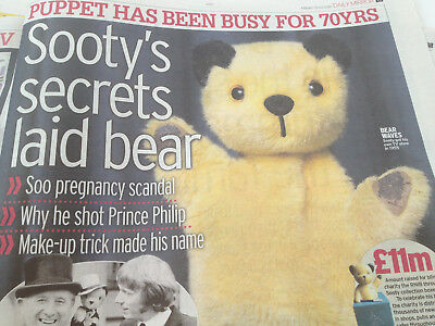 SALE by auction!! <> SOOTY /  puppet Clippings : Barry Gibb- Bee Gees
