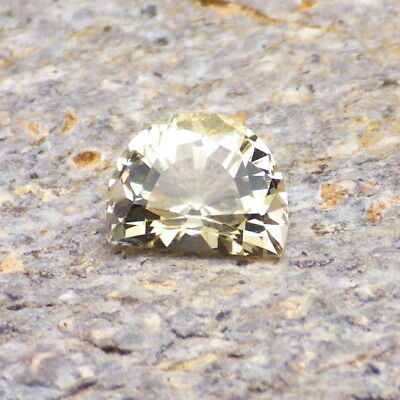 GOLDEN BERYL-BRAZIL 1.05Ct FLAWLESS-SMALL RING SIZED GEM-FOR JEWELRY
