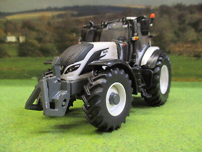 Britains Valtra Tz54V White 4Wd Tractor 1/32 With Removable Cab 43215