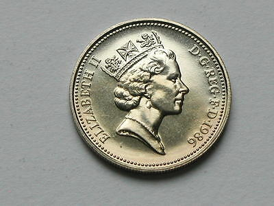 UK (Great Britain) 1986 5 PENCE (5p) Queen Elizabeth II Coin UNC (from mint set)