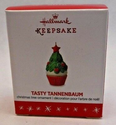 2016 HALLMARK Keepsake Ornament TASTY TANNENBAUM Miniature Christmas Cupcake