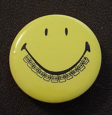 Smiley face with BRACES -- Smiley face pin -- 1-3/4 inches -- EVERYBODY SMILES!