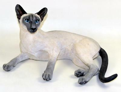 COUNTRY ARTISTS Large Siamese Cat Lying Figure - Smokey Blue - #03048 - 33cm
