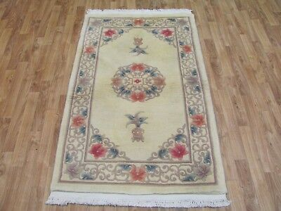 A LOVELY OLD HANDMADE CHINESE ORIENTAL RUG (155 X 90 cm)