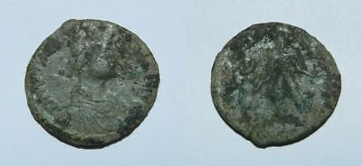 ANCIENT ROME :  BRONZE COIN 22mm - Late 4th Century A.D.
