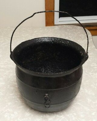 Vintage Antique Cast Iron 3 Leg Black Kettle No. 3 Cauldron w/ Handle