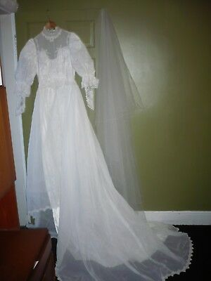 Vintage Retro 1980s Wedding Dress & Veil Victorian Style Long Puff Lace Sleeves