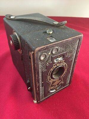 VINTAGE ENSIGN BOX BROWNIE CAMERA in good condition
