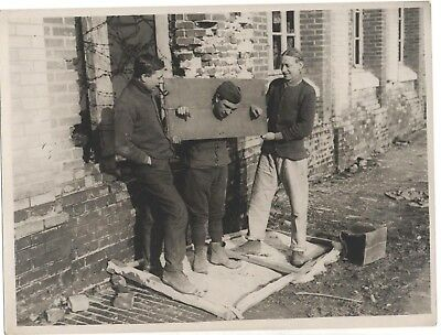 Original Wwi Photo British Western Front British Soldiers Testing A Pillory